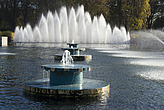 Water fountains in Battersea Park - 12983-190-1