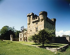 View of castle keep, gatehouse and mansion house, Belsay Castle, Northumberland, UK - 32118-10-1