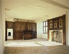 Interior view of the first floor room of a Tudor mansion - 32209-20-1
