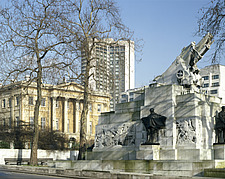 Royal Artillery Memorial and Apsley House, at Hyde Park Corner, London - 234-400-1