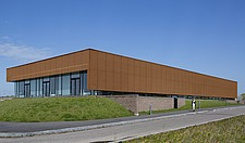 The new sports hall for Campus Ringsted, south of Copenhagen utilizes the enormous potential to orchestrate various functions in one contemporary arch... - 16247-200-1