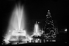 Fountains and the Christmas tree in Trafalgar Square, London - 16897-2970