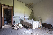 a bedroom in an abandoned castle in France - ARC101390