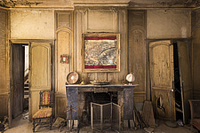 a living room in an abandoned house in Belgium - ARC101442