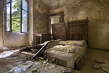 a bedroom in an abandoned hotel in Italy - ARC101519