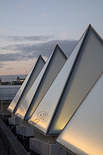 The roof of the newly refurbished Hayward Gallery, a world-renowned contemporary art gallery and landmark of Brutalist architecture on London's South... - ARC102060