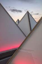 The roof of the newly refurbished Hayward Gallery, a world-renowned contemporary art gallery and landmark of Brutalist architecture on London's South... - ARC102061