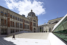 A women walks up the steps of the new Sackler Courtyard, V&A, London, UK, completed in 2017 - ARC104234
