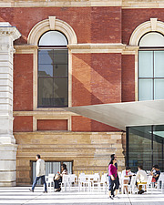Courtyard and cafe, Exhibition Road Quarter at the Victoria and Albert Museum, London UK - ARC106533