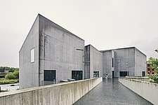 The Hepworth Wakefield, a purpose built art gallery on the banks of River Calder, south of Wakefield city centre, England, UK, which is named after th... - ARC108093